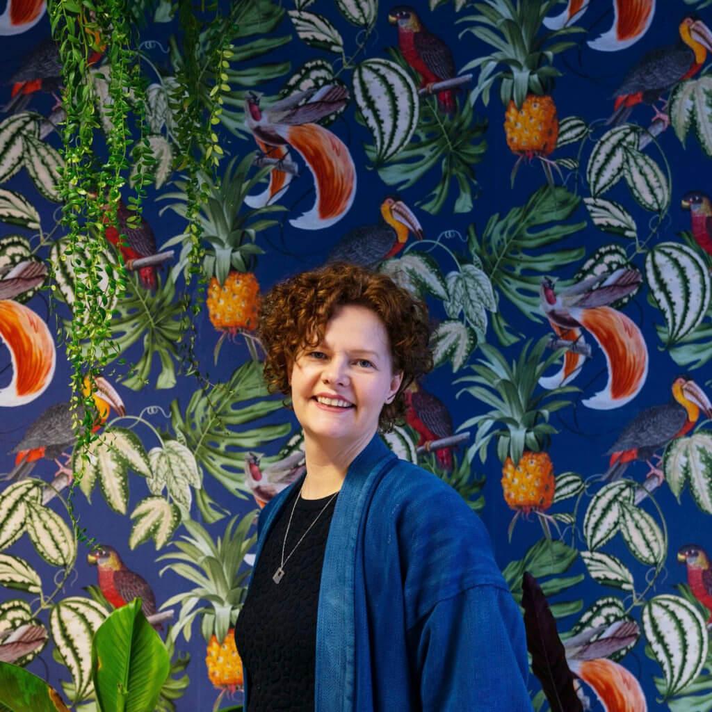 """Q&A met Rianne Petter – Graphic Design & Research:  """"Ik hou van: afwisseling, samenwerken, de kleur groen, een lekker behangetje, Rotterdam, photoshoppen, concerten, metallics en neons, Amerika, posters, papier en de geur van inkt."""""""