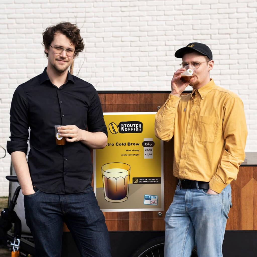 """Q&A met Bob & Samuel van Stoute Koffie: """"Toen de naam Stoute Koffie in ons opkwam, Stout als verwijzing naar de zacht schuimende biertjes, was de beslissing gemaakt om een bedrijf te beginnen."""""""